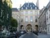 Emilie-Place des Vosges5.jpg