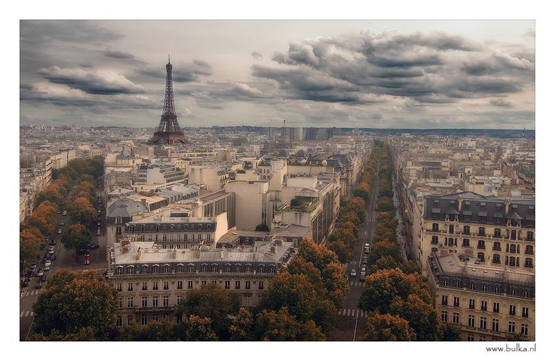 Времена года во французской столице…