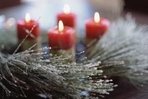 Свечи на рождественском венке