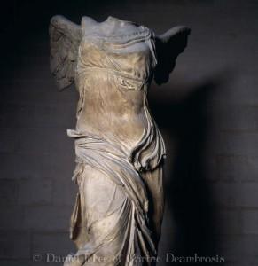 Точеная фигура богини Победы