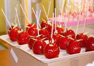 """Традиционное угощение на ярмарках - """"Яблоко любви"""""""