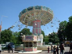 Карусели в Булонском парке