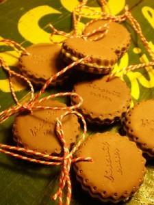 Печенье также может украсить рождественскую елку...