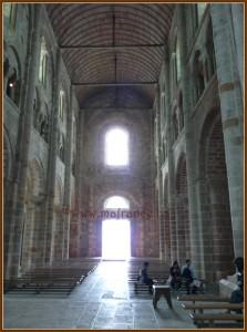 Неф церкви с деревянным потолком