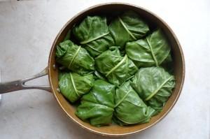 лягушачьи лапки в шпинатных листьях