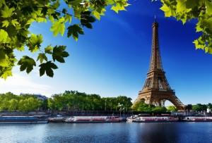 летом  довольно дорого снимать квартиру в париже