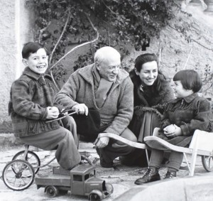 пабло пикассо с семьей