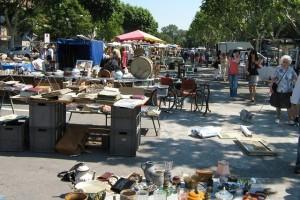 блошиный рынок Вильнев-ле-Авиньон