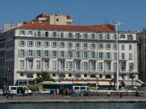 отель Grand Вeauvau Marseille