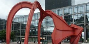скульптура красный паук