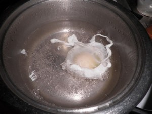 варим яйцо-пашот