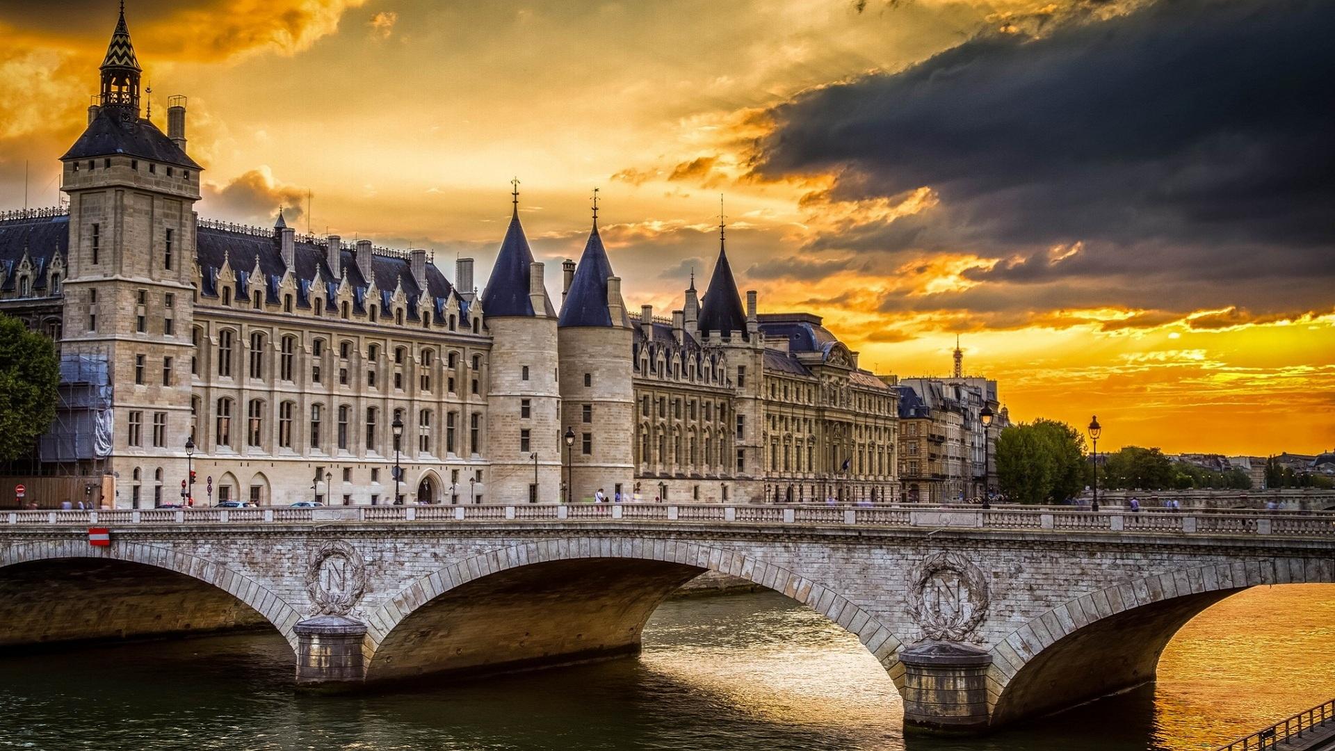 Консьержери - Маршрут по Парижу: остров Сите