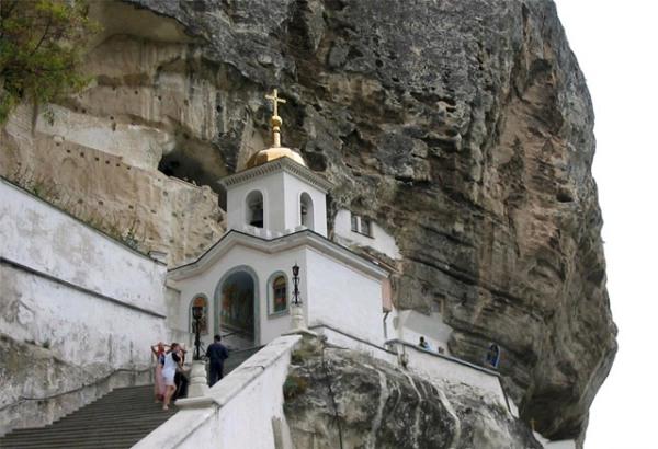 православный монастырь в пещерах на полуострове Крым