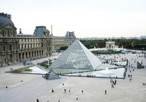 площадь пирамид в париже