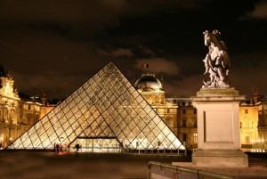 пирамиды в париже