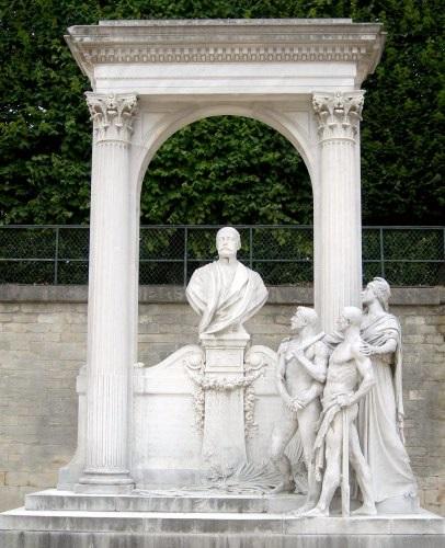 скульптура Пьера Вальдек-Руссо