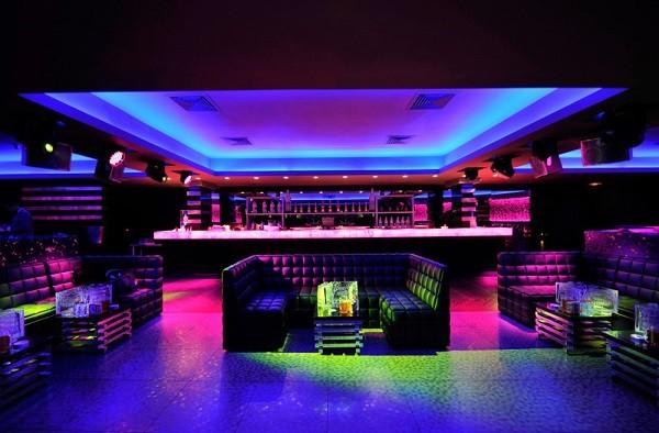 ночной клуб в париже  Le Cab