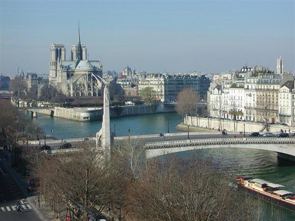 панорама парижа с обзорной площадки Института арабского мира