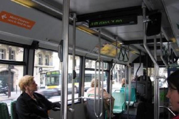 муниципальный автобус в париже