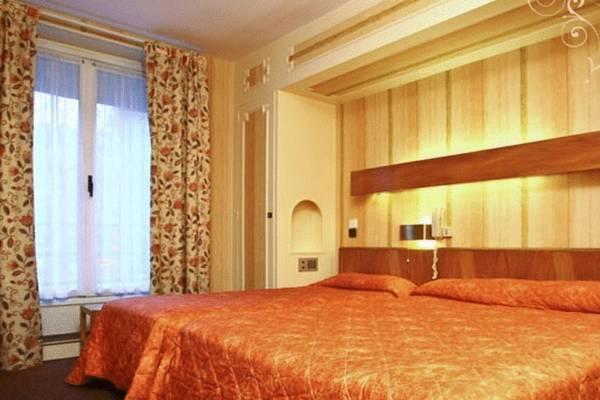 недорогой номер в отеле Парижа