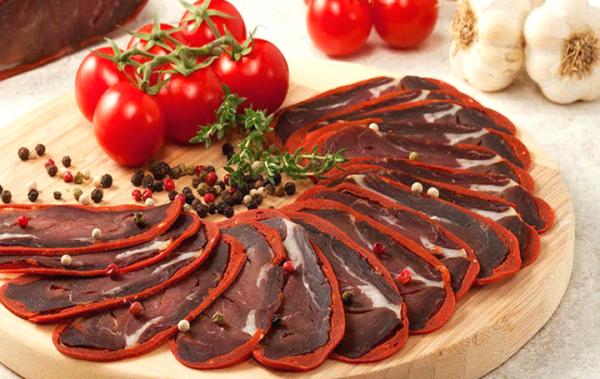 вяленое говяжье мясо.